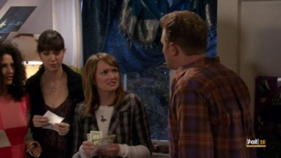 The War at Home 02x14 : A Lower-Middle-Upper-Middle-Class Problem- Seriesaddict